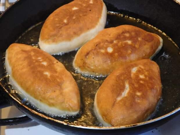 Жареные пирожки на сковороде