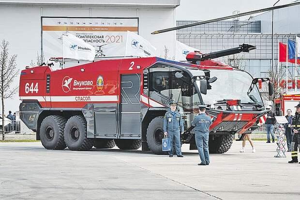 От пожарных машин будущего до дронов: МЧС показало новейшую технику спасателей