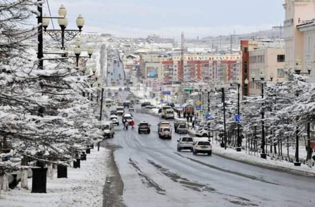 Мэр Магадана поручил помыть улицу Пушкина, проезд и площадь Горького, 1 перед 9 мая
