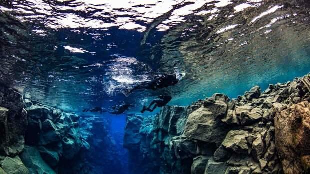 Место под водой в котором сходятся два континента...