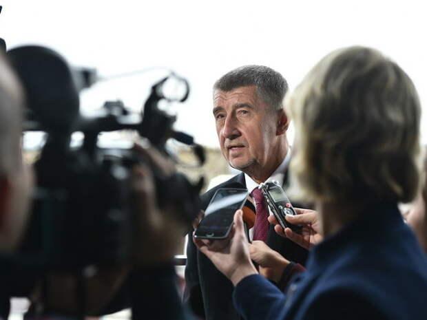 Премьер Чехии попросил страны ЕС выслать «по крайней мере по одному» российскому дипломату