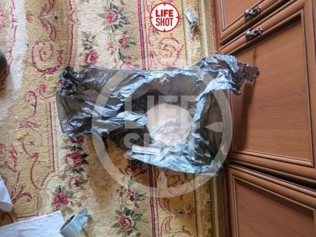 СМИ опубликовали фото с обысков в квартире казанского стрелка