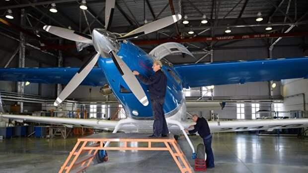 Новый легкий самолет ТВС-2-ДТС, разработанный и построенный в Сибирском научно-исследовательского институте авиации им С.А.Чаплыгина (СибНИА) в ангаре предприятия