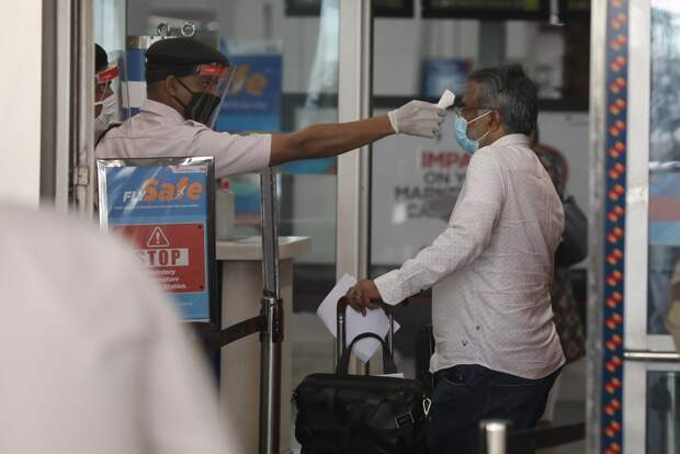 Почти половину пассажиров не пустили на рейс из-за тестов на COVID-19