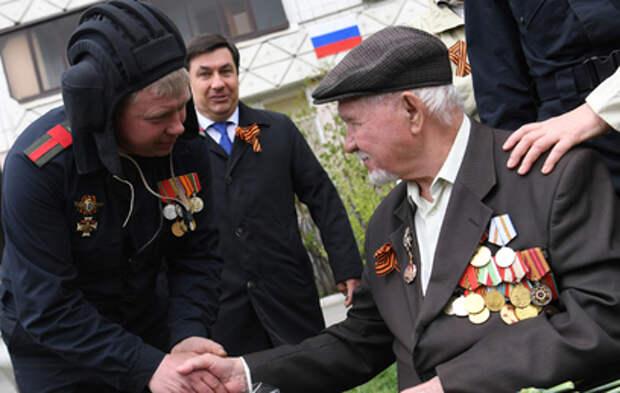Как в России поздравляют ветеранов с Днём Победы