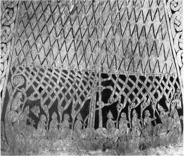 Судно, изображенное на резьбе по камню из Смисса (Стенчюрка), безусловно, боевая ладья.
