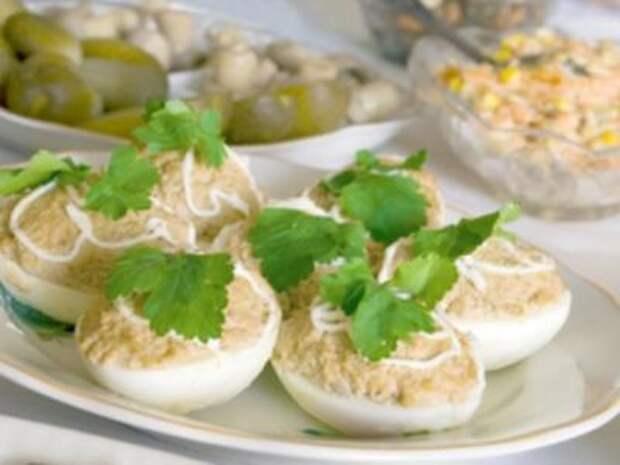Фаршированные яйца  с печенью трески