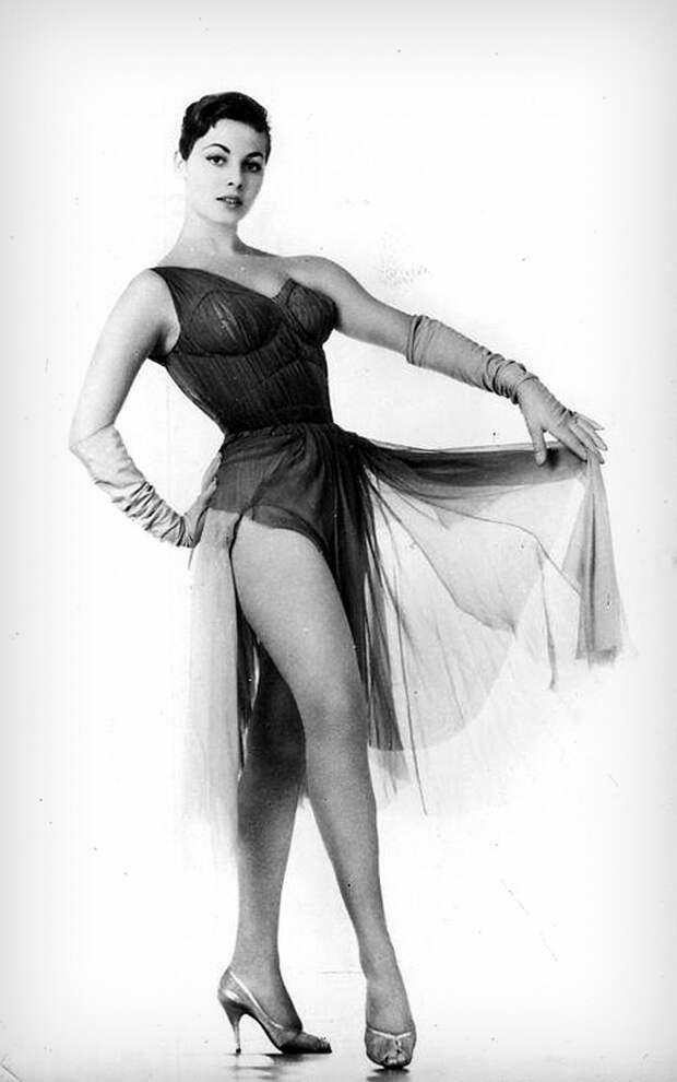 Мишель Мерсье в Риме, 1958 год.