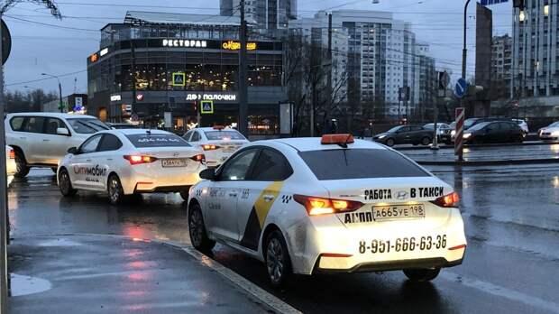 Таксист-мигрант зарезал петербуржца в ходе конфликта на дороге