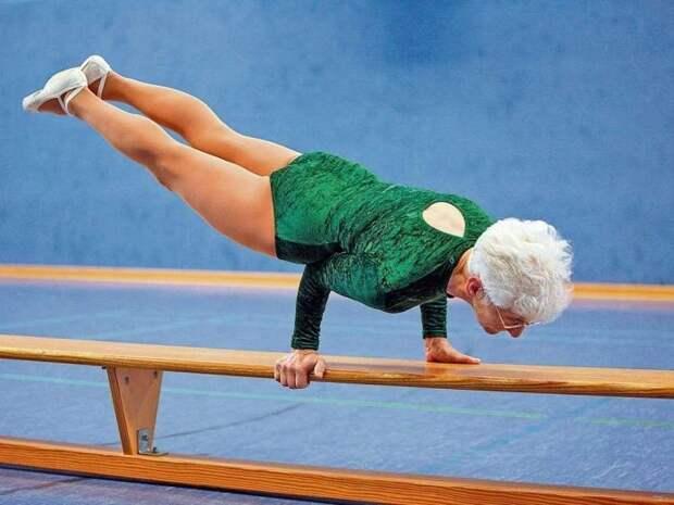 gimnastka-87letnyaya-vyglyadit-futbol-hokkey-sport