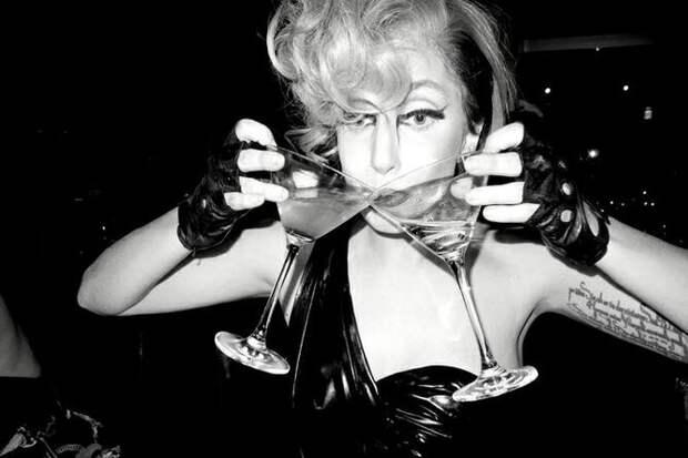 Голая Памела Андерсон нафоне икон ипопа Кардашьян— скандальные фото звезд