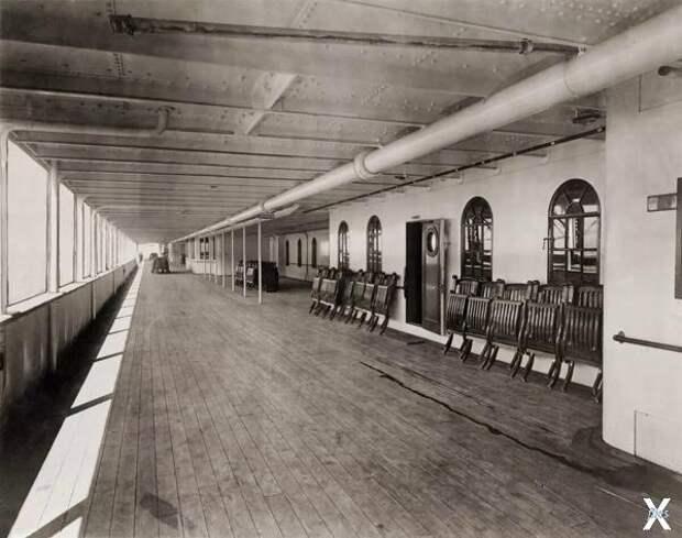 Променад на верхней палубе Титаника. ...