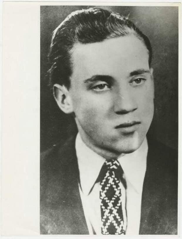 Владимир Высоцкий – студент школы-студии МХАТ Неизвестный автор, 31 января 1956 - 31 декабря 1960 года, г. Москва, МАММ/МДФ.
