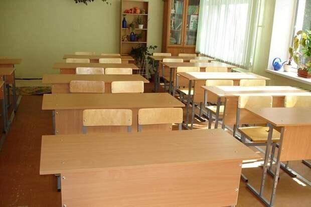 Отчитавшая ученицу за неопрятный вид педагог уволилась из школы на Сахалине