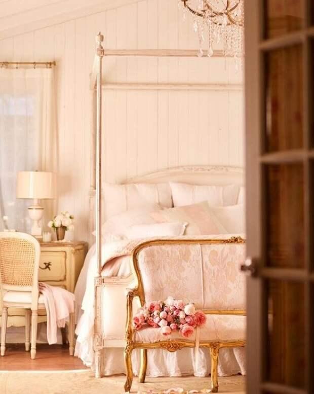 Спальня супругов. Для статьи использованы фотографии из Инстаграм-аккаунта Кортни @frenchcountrycottage и сайта frenchcountrycottage.net