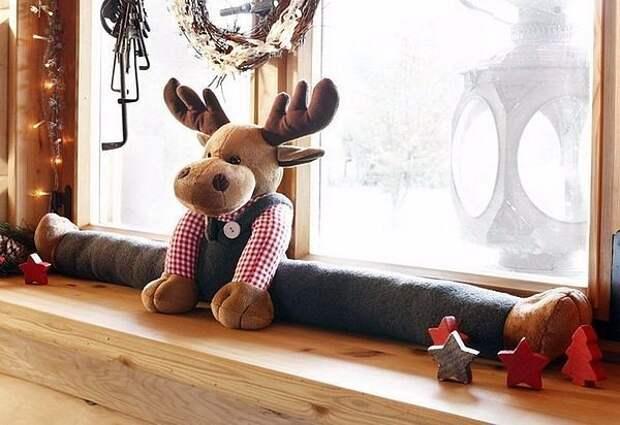 Игрушки от сквозняков.И дом украшают и тепло сохраняют!