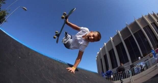 Юный россиянин без ног поразил легенду скейтбординга Тони Хоука