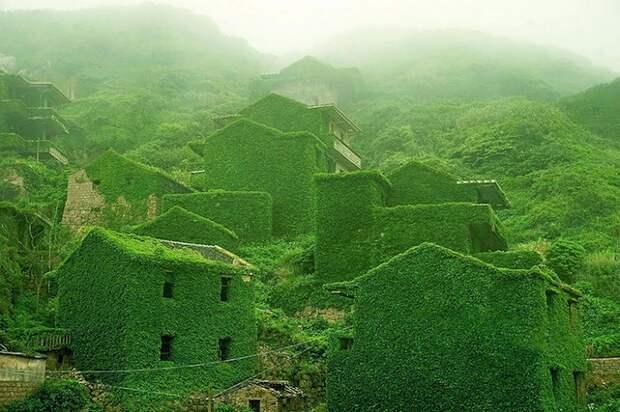 Фантастические пейзажи деревни-призрака...