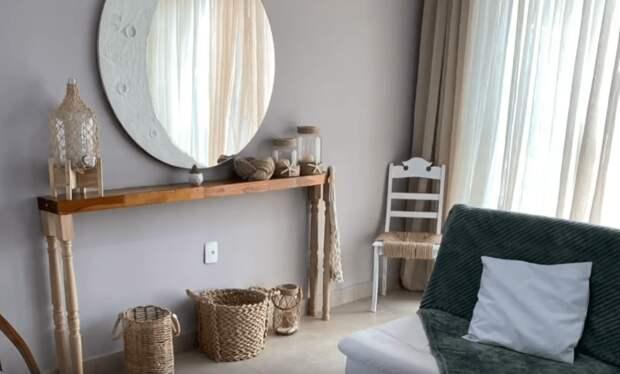 И красиво, и удобное, а главное подходит для любой комнаты. Универсальная полка-столик