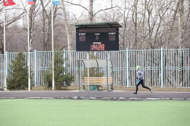 Резиновое покрытие на стадионе «Свиблово» отремонтировали