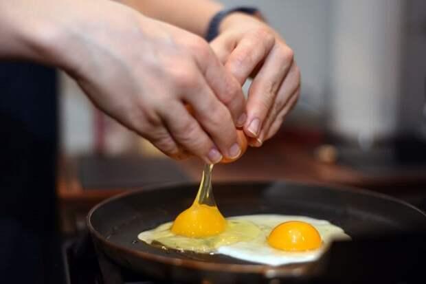 Яичница - самое простое и быстрое блюдо из яиц. / Фото: edaaa.ru