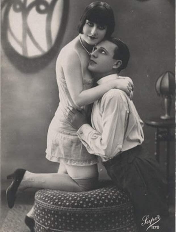 Легкая эротика на открытах 1920-х годов.