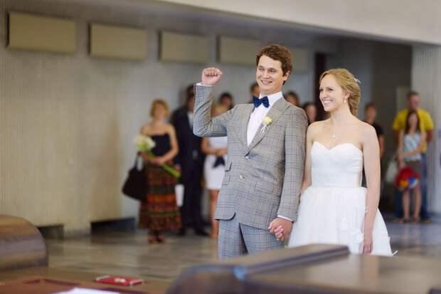 Москвичи массово женятся в феврале