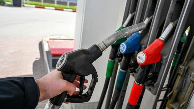 Бензин в России подорожал в среднем на 1 копейку за неделю