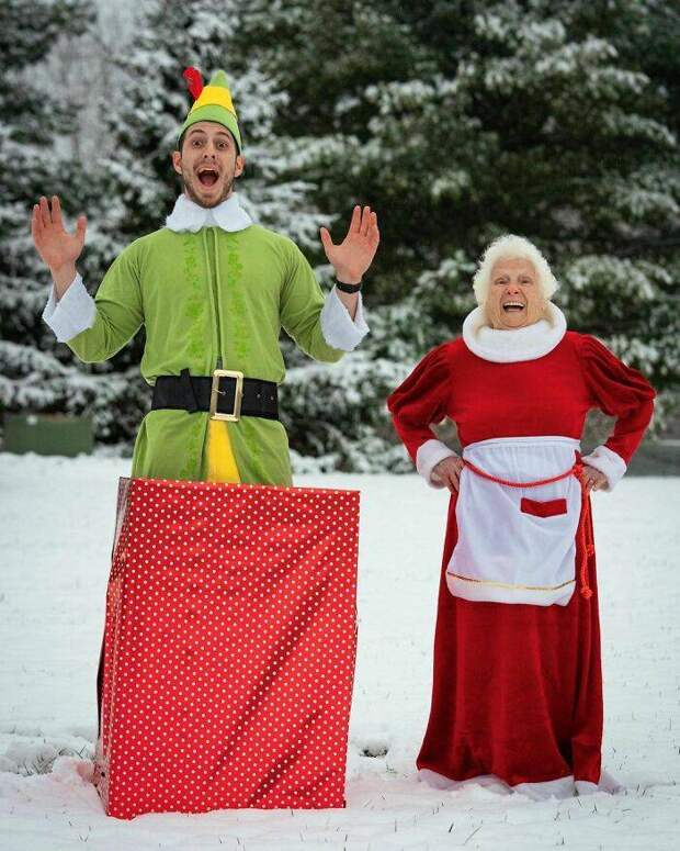 Веселиться никогда не поздно: 95-летняя бабушка и ее внук - их забавные костюмы и пародии