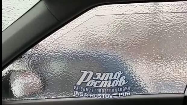 Дождь вРостове покрыл автомобили «съемной тонировкой»