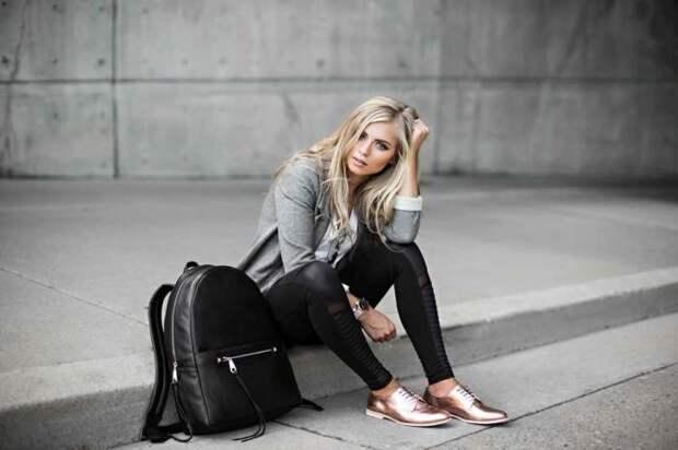 Блестящая обувь придает нотки шика кэжуальному образу. /Фото: blog.jessakae.com