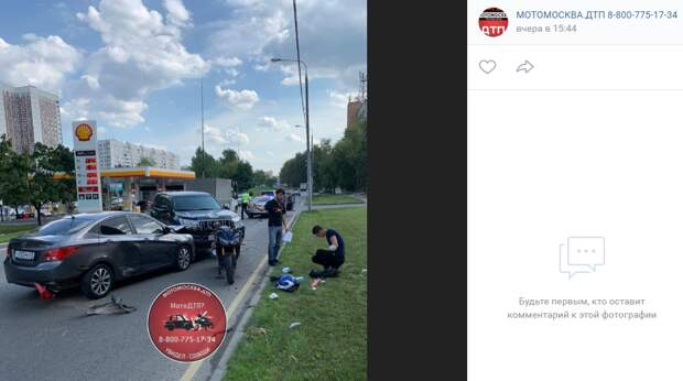 На Алтушке столкнулись два автомобиля и мотоцикл