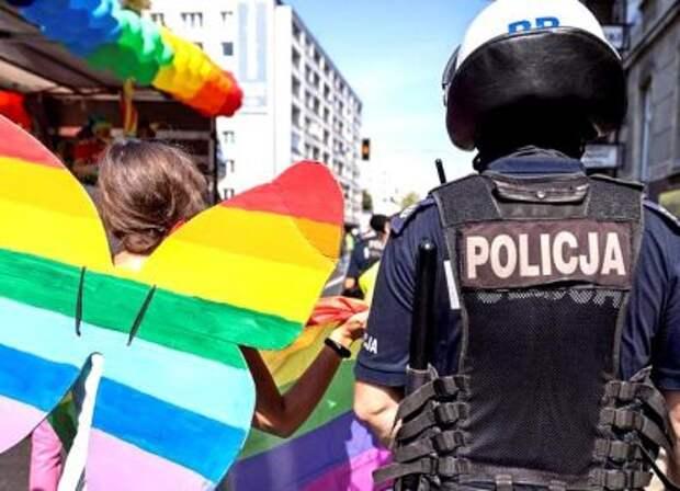 Борьба с гомосексуализмом оставит Польшу и Венгрию без денег