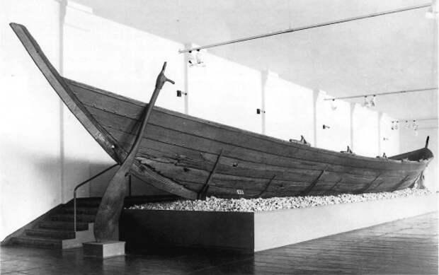 Реконструированный корабль из  Нидама, IV век.