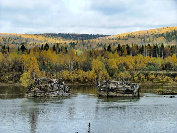 Осень. Река Вишера. Разделители русла.