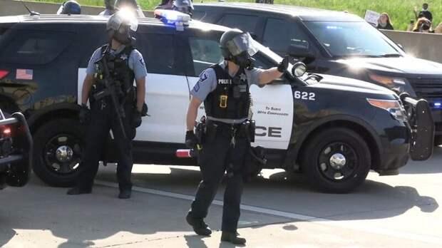 Восемь человек погибли при стрельбе в районе аэропорта Индианаполиса