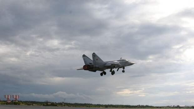 Российский МиГ-31 перехватил самолеты ВВС США над Беринговым морем
