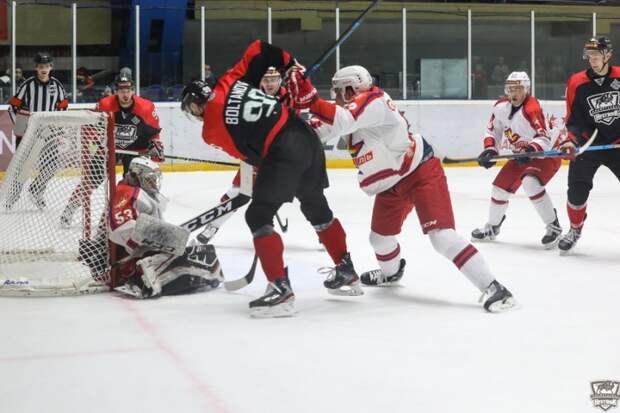 Хоккеисты «Ижстали» на выезде проиграли альметьевскому «Нефтянику»