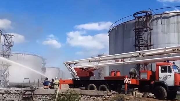 В Дагестане загорелся пятитонный резервуар с мазутом