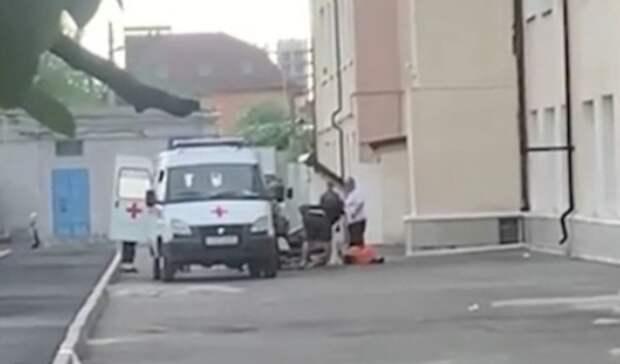 В Ростове-на-Дону подросток выпал из окна школы №17