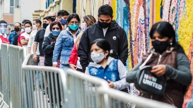 Жертвами падения автобуса в ущелье в Перу стали 17 человек