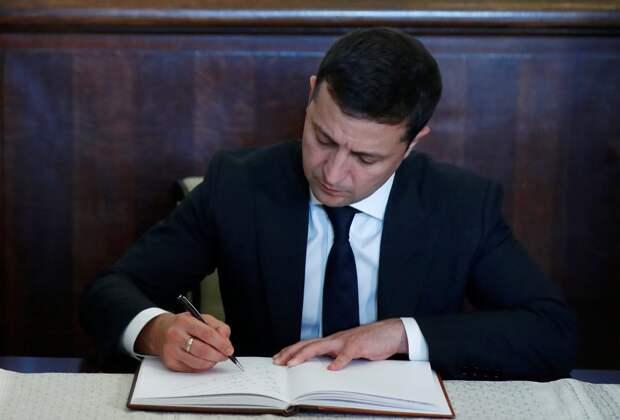 Зеленский подписал закон об упрощении процедуры заочного расследования