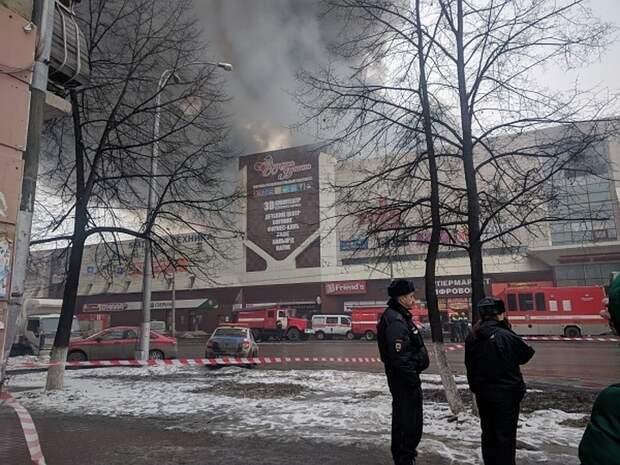 """Руководство ТЦ """"Зимняя вишня"""" частично признало свою вину в пожаре 2018 года"""