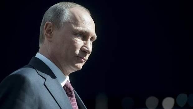 Путин возглавил рейтинг моральных авторитетов в России