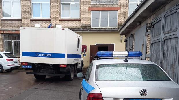 """""""Казанский стрелок"""" мог попытаться покончить с собой в полицейском автозаке"""