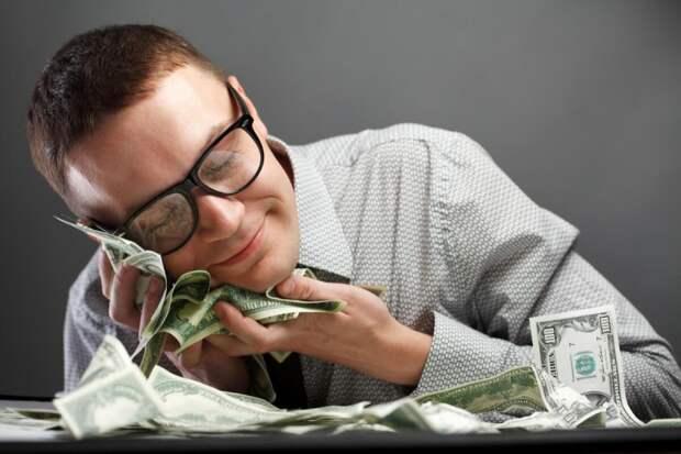 Всю жизнь бюджет был общий, а потом муж получил квартиру в наследство. Сдает ее, а деньги себе