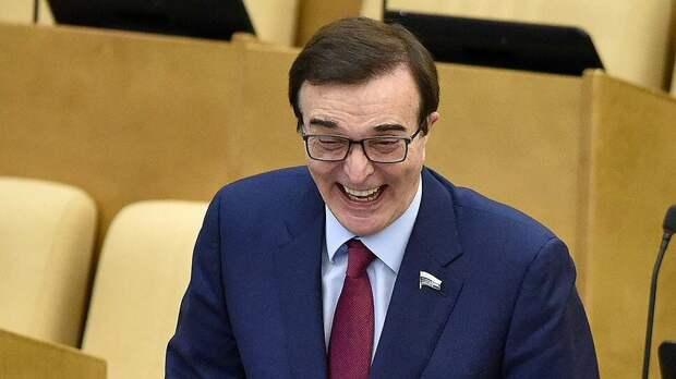 «Я начал худеть». Депутат Госдумы пожаловался на «неприлично большие» штрафы и скромные служебные квартиры
