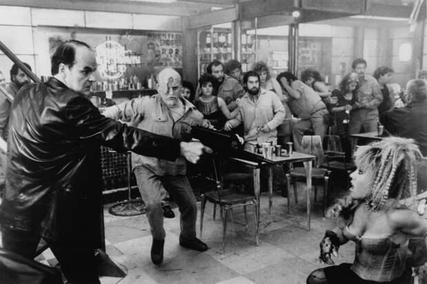 """Арнольд Шварценеггер, Шэрон Стоун и Пол Верховен на съёмках фильма """"Вспомнить всё"""". 1990 год"""