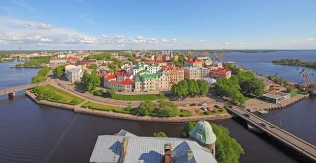 Вид на центральную часть города с башни Св. Олафа Выборгского замка, 2012 год