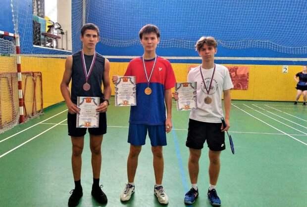 Бадминтонисты из Рязанского победили на городском турнире